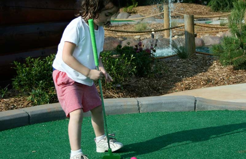 Mini Golf - Funopolis Family Fun Center